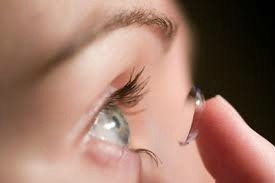 Learn how to put on contacts with Robertson Optical & Optometry